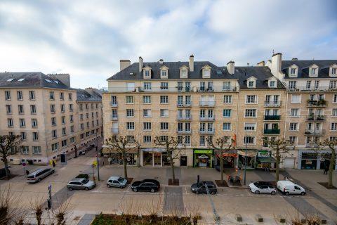 hotel chateau caen vue d'une chambre sur l'avenue du 6 juin