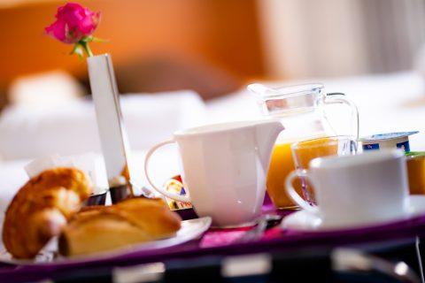 Plateau petit déjeuner servie en salle ou en chambre